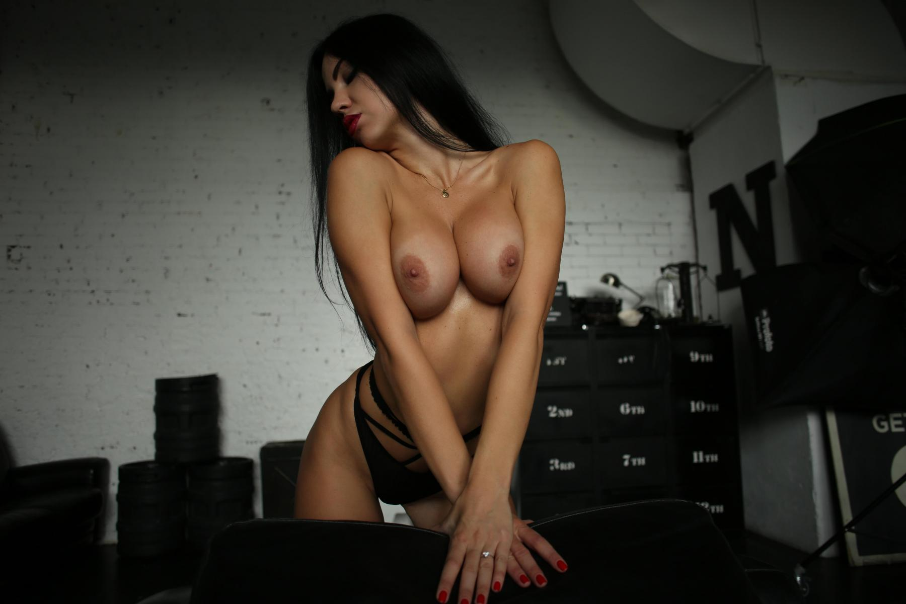 Yana Sexy Brunette's Tits Porn OnlyFans Leaked Gallery